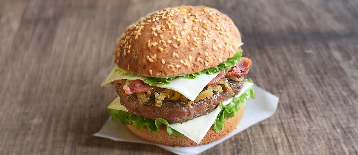 Burger au bacon et champignons avec Société Croque