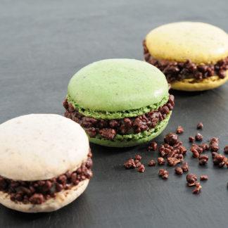 Macarons au Roquefort Société et au chocolat pétillant