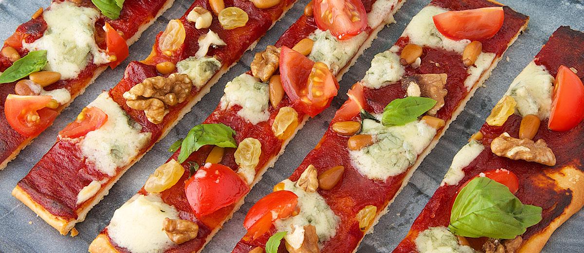 Pizza au Roquefort Société, tomates et fruits secs