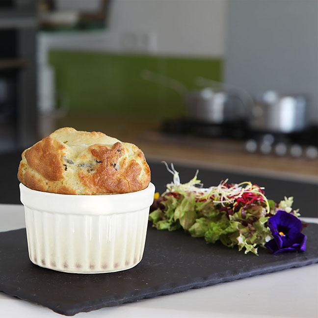 Soufflé à la Sauce au Roquefort Société